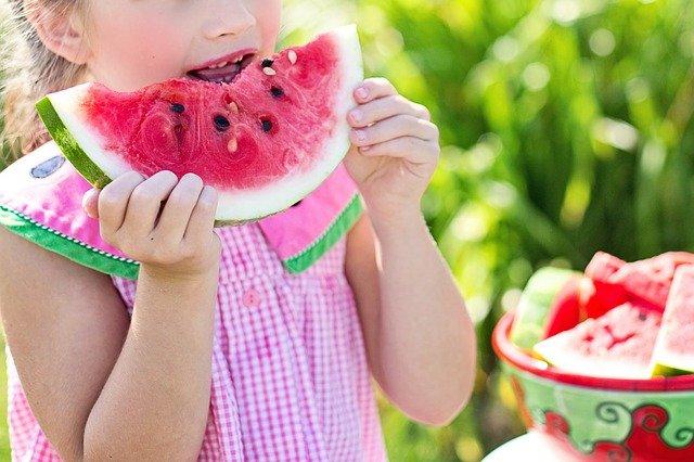 Truco para que los niños coman fruta